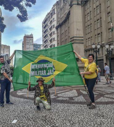 Na República de Curitiba, protesto esvaziado em apoio à Operação Lava Jato. Veja mais fotos