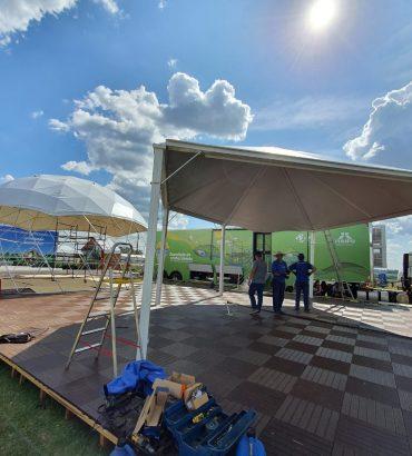 Quase pronto: estande de Itaipu no Show Rural Coopavel começa a ganhar forma. Veja fotos!