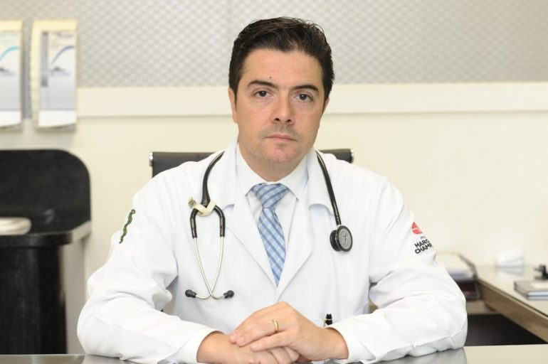 Médico cardiologista e professor do Centro de Epidemiologia e Pesquisa Clínica (EPICENTER) da Pontifícia Universidade Católica do Paraná José Rocha Faria.