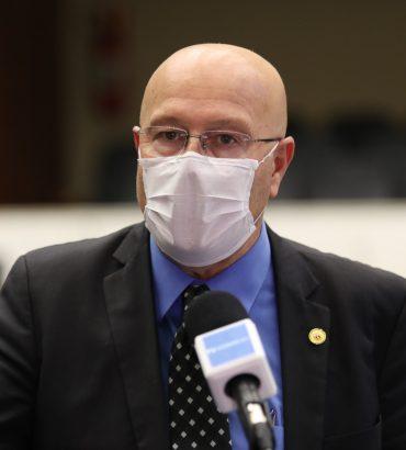 É preciso vencer a pandemia das fake news