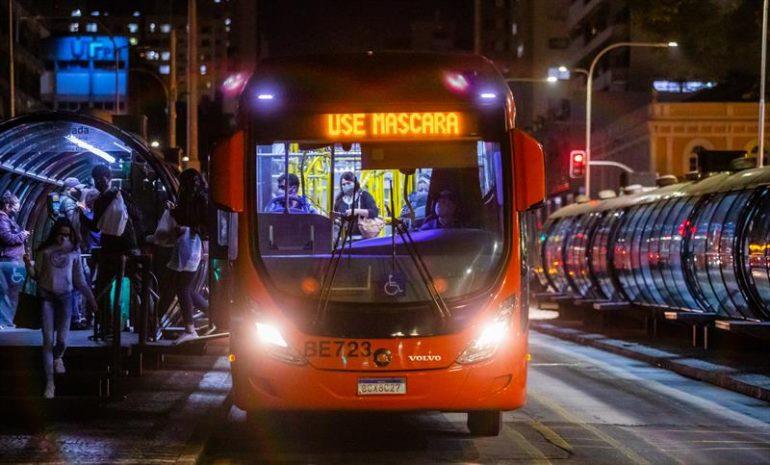 Ônibus em Curitiba (Foto Daniel Castellano SMCS)