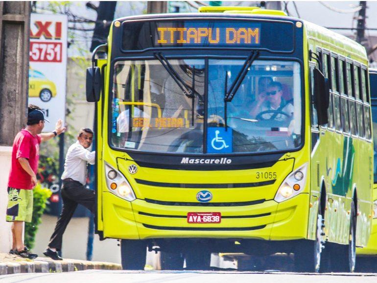 Ônibus (Foto Roger Meireles)