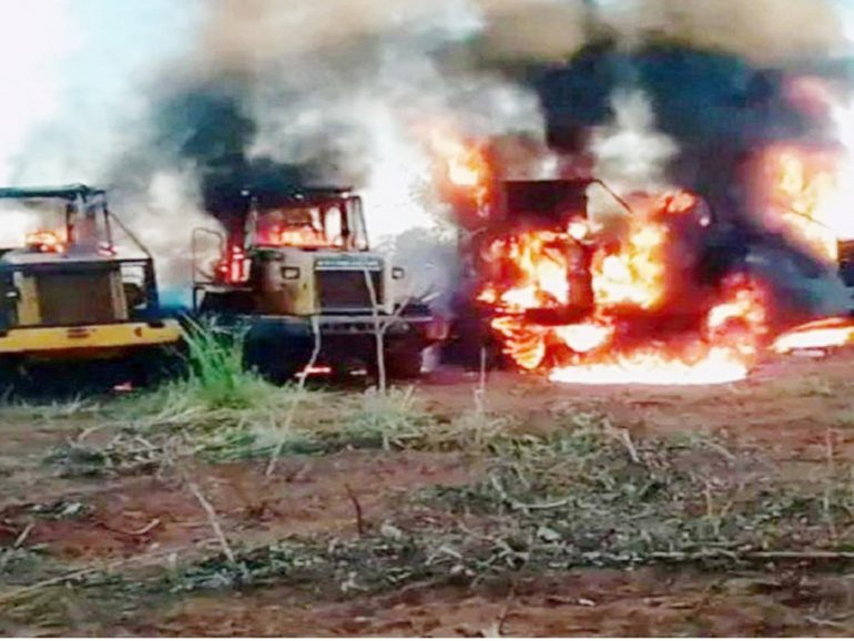 Queima de veículos e máquinas agrícolas é uma prática comum do EPP (Foto FTC)