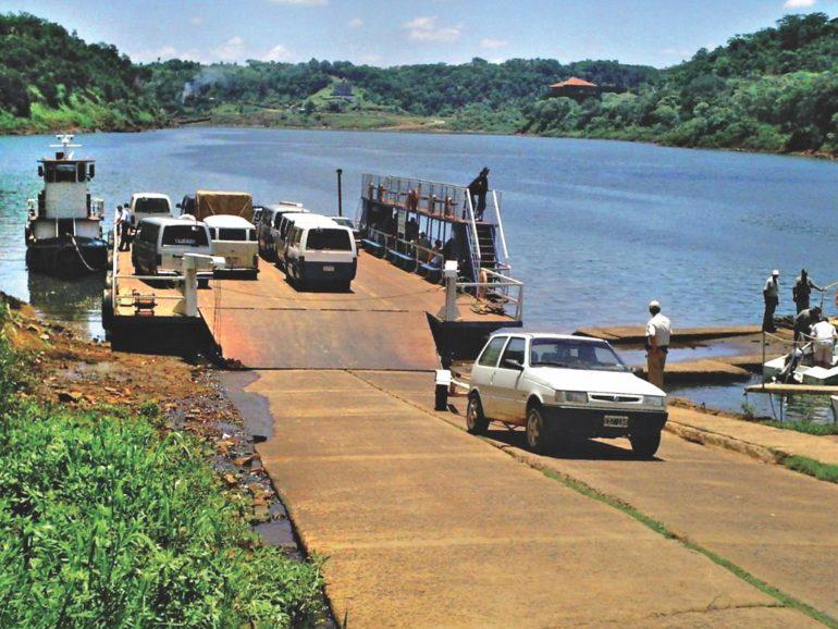 Balsa entre puerto iguazú e porto franco