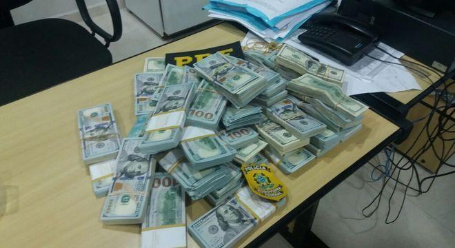 Dólares presos