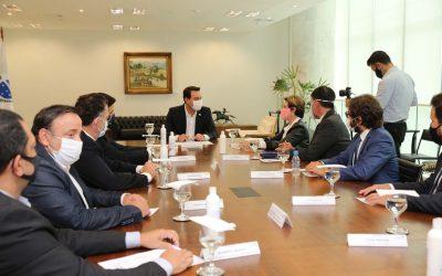 Reunião governo e AMBEV (Foto Geraldo Bubniak AEN)
