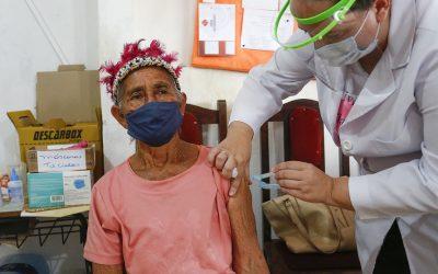 vacinação aldeia indigena (Foto JONATHAN CAMPOS AEN)